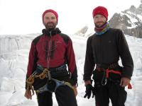 Marius si Teo in drum spre tabara 1 - Gasherbrum